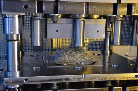 Textil-Blech-Verbund im Umformwerkzeug