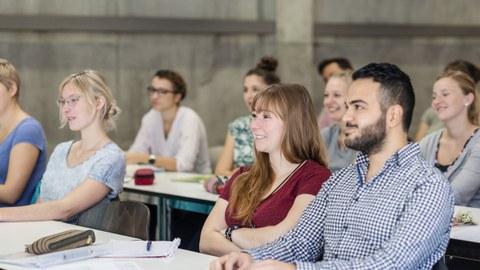 RS8439_2018-10-15-TU-Studenten-Chemievorlesung-Chemiebau