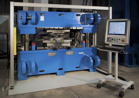 hydraulische 4-Punkt Presse