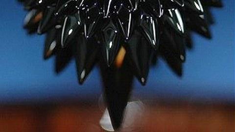 Ferrofluid-Igel Nadeln an der Spitze