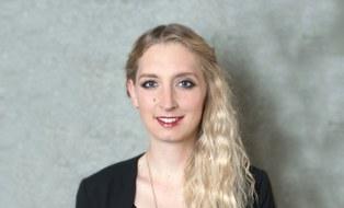 Eva Höfer ...