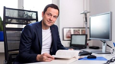 Prof. Thomas Walther