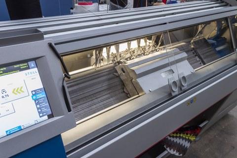 Flachstrickmaschine Stoll ADF 530-32 BW knit & wear
