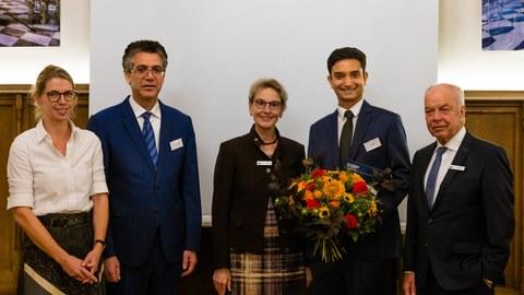 Foto mit dem Preisträger und Gästen