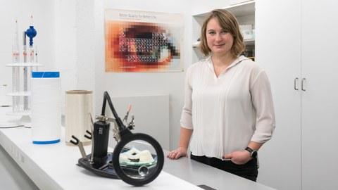 Foto mit Frau Böhnke als Preisträgerin des Kreativitätspreis des VDMA 2020