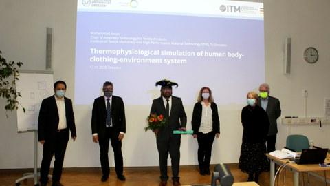 Foto zur Promotionsverteidigung mit der Prüfungskommission und Herrn Dr. Awais