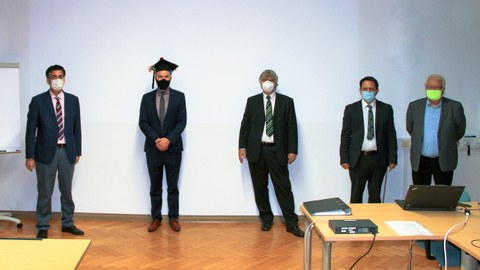 Foto zur Promotionsverteidigung mit der Prüfungskommission und Herrn Dr. Brünler