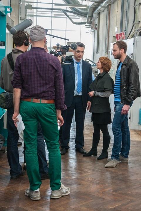 Redaktion Xenius zu Filmaufnahmen am ITM: Ausstrahlung am 27. Mai 2015