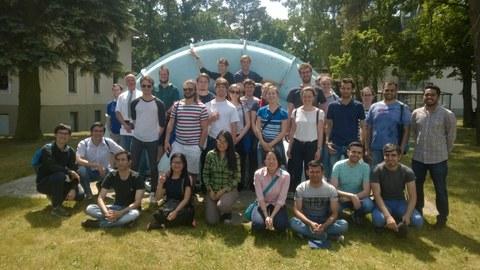 Studentengruppe des ITM auf dem Gelände des DLR in Braunschweig