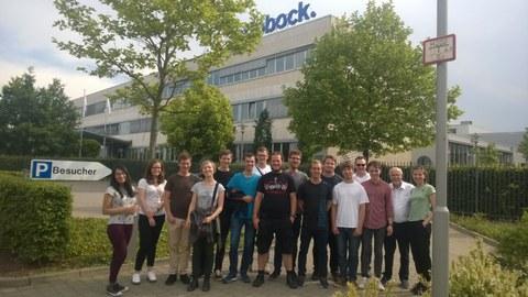 Studentengruppe des ITM vor dem Firmensitz der Firma Otto Bock HealthCare