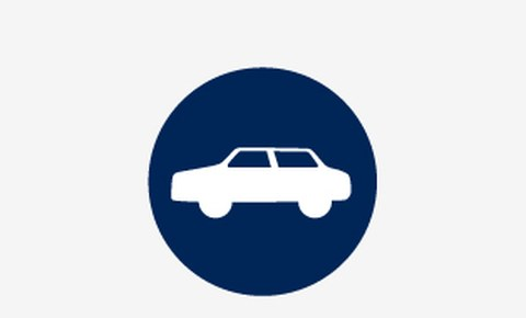 Grafik: ein weißes Symbolbild von einem Auto auf blauem runden Hintergrund