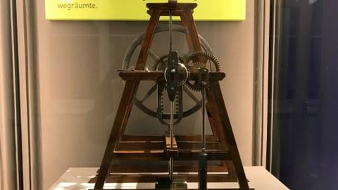 Das Foto zeigt das besondere Objekt der barrierefreien Ausstellung im Zeuner-Bau.
