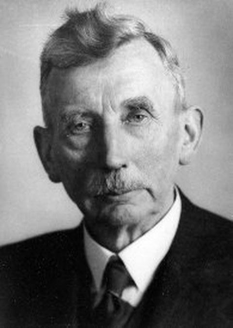 Schwarz-Weiß Porträtfoto von Professor Enno Heidebroek