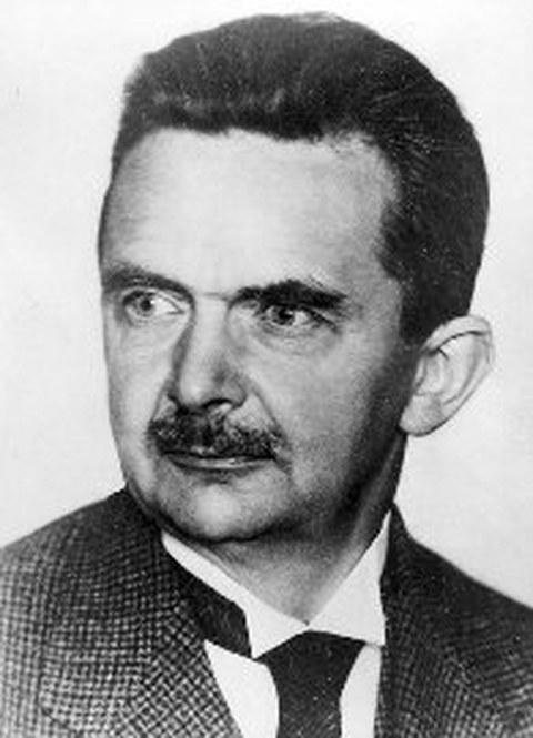 Schwarz-Weiß Porträtfoto von Professor Karl Kutzbach