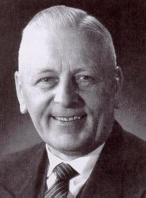 Schwarz-Weiß Porträtfoto von Professor Willibald Lichtenheldt