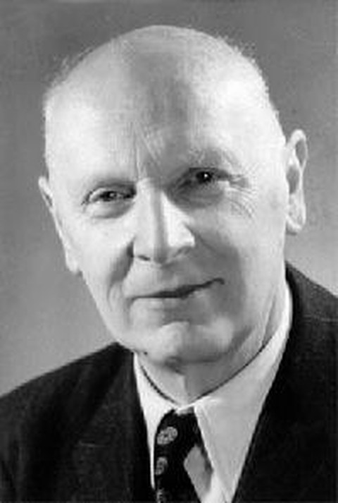 Schwarz-Weiß Porträtfoto von Professor Walther Pauer