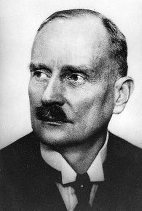 Schwarz-Weiß Porträtfoto von Professor Ewald Sachsenberg