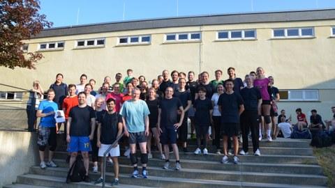 Foto: Teilnehmerinnen und Teilnehmer des Volleyball-Turniers der Mitarbeiterinnen und Mitarbeiter der Fakultät Maschinenwesen
