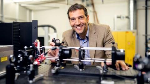 Prof. Andrés Lasagni erhält gemeinsam mit seinem Zwillingsbruder Fernando den argentinischen Staatspreis für seine besonderen Leistungen auf dem Gebiet der Ingenieurwissenschaft. Er gehört zu den international führenden Experten für Lasertechnologie.