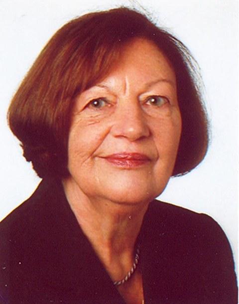 Portraitfoto von Prof. Beate Reetz, der ersten Professorin der Fakultät Maschinenwesen der TU Dresden