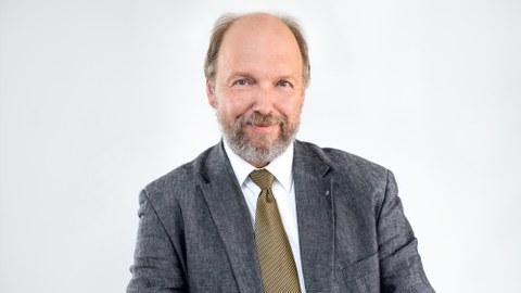 Das Foto zeigt Prof. Stefan Odenbach, Studiendekan für Maschinenbau.