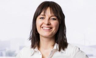 Das Portraitfoto zeigt Katja Lesser, Referentin für Öffentlichkeitsarbeit an der Fakultät Maschinenwesen der TU Dresden.