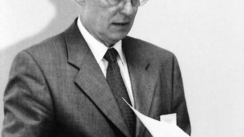 Auf dem Bild ist der verstorbene Prof. Binger zu sehen