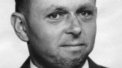 Auf dem Bild ist der verstrobene Prof. Hans Göldner zu sehen