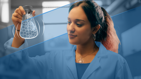Auf dem Bild ist eine Studierende mit einem Reagenzglas zu sehen