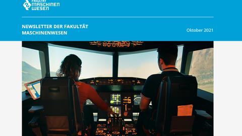 Auf dem Bild sind 2 Studierende zu sehen, die in einem Flugzeugsimulator sitzen