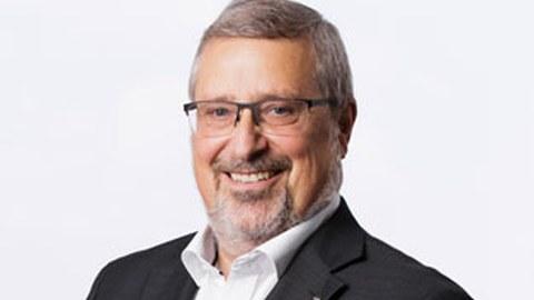 Porträtfoto von Professor Eckhard Beyer