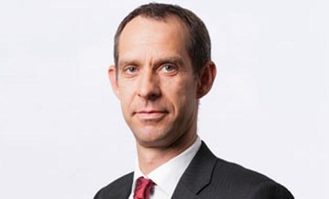Porträtfoto von Professor Steffen Ihlenfeld