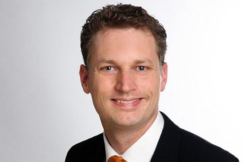 Das Portraitfoto zeigt Professor Johannes MArkmiller, Inhaber der Professur für Luftfahrzeugtechnik.