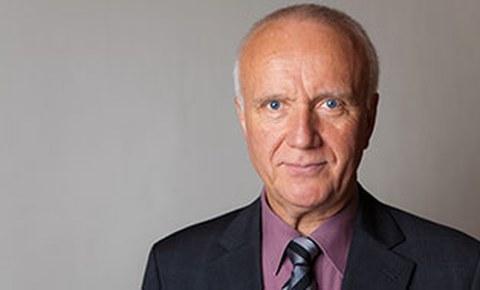 Porträtfoto von Professor Karl-Heinz Modler