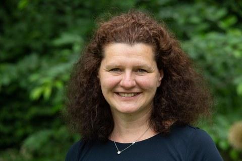 Porträtbild von Frau Professorin Kristin Paetzold.