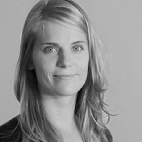 schwarz-weiß Portraitfoto eines Starthelfers der Fakultät Maschinenwesen