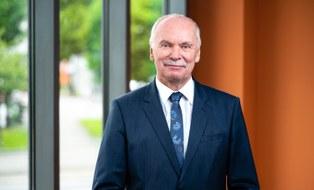 Porträtfoto von Herrn Professor Ralph Stelzer