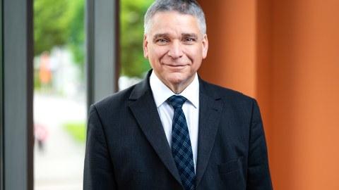Porträtfoto von Herrn Professor Ronald Tetzlaff