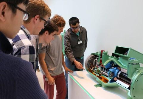 Participants of a Summeschool during a guided tour through the Schauffler-Lab.
