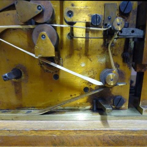 Kommunikation gestern und heute - Detail eines Morsegerätes