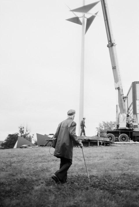 """Klaus Dennhardt, Aufbau """"Mast mit zwei Faltungszonen"""" von Hermann Glöckner (1982); Kunstbesitz der Kustodie der Tu Dresden"""
