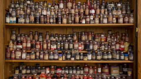Sammlungsschrank der Farbstoffsammlung