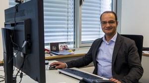 Prof. El-Armouche am Schreibtisch
