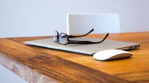 Laptop mit Brille