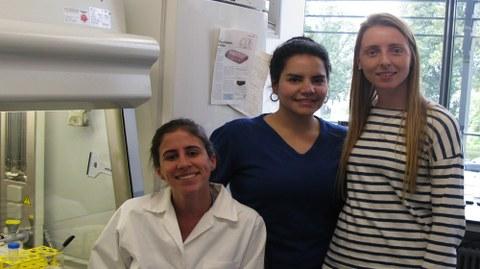 Livia aus Brasilien, Heba aus Ägypten und Paula aus Argentinien