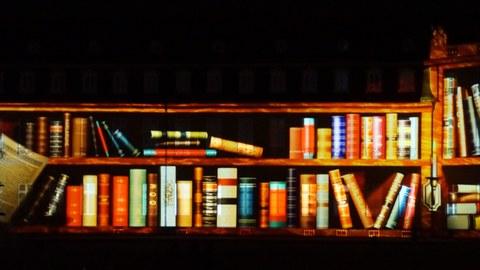 Bücherregal; eine Laser Show am Badischen Museum, Karlsruhe