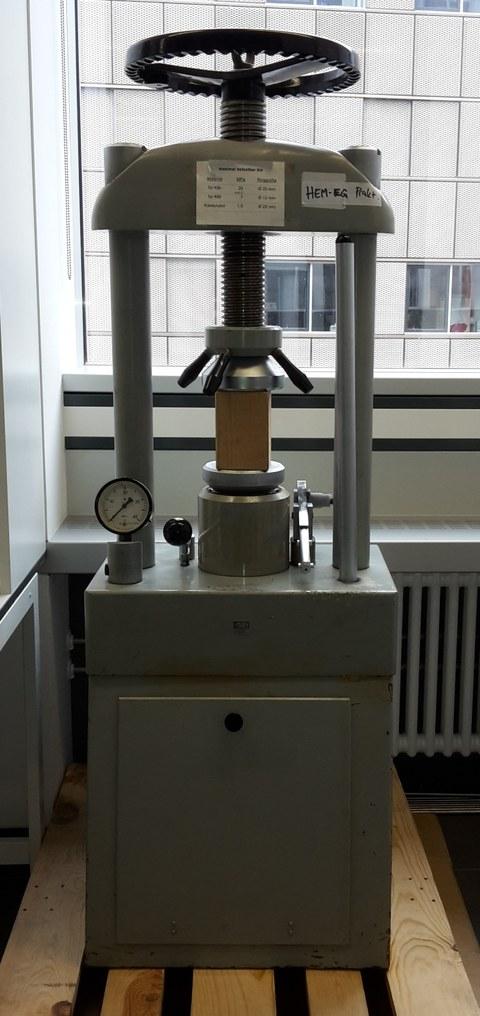 hydraulic pellet press