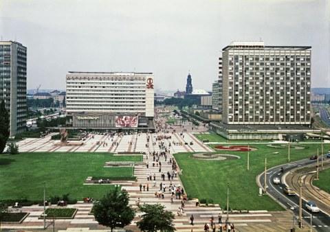 Prager Str vom Hauptbahnhof in Dresden im Jahr 1979