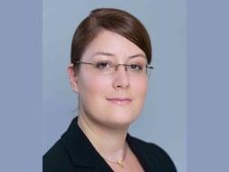 Portrait photo of Alexandra Schwartz