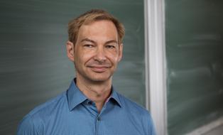 A photo of Prof. René Schilling